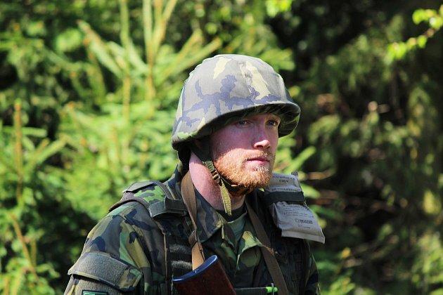 Cvičení vojáků vaktivní záloze vPlzni.