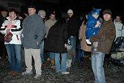 V Kasejovicích se vánočního zpívání koled účastnilo 429 lidí. Oproti loňskému roku je to sotva šestina, kdy se počet zúčastněných vyšplhal na 2902