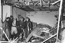 Zatímco se spojenecká vojska chystala k rozhodujícímu  úderu v Normandii, několik německých důstojníků kolem hraběte Clause von Stauffenberga zorganizovalo atentát na Adolfa Hitlera