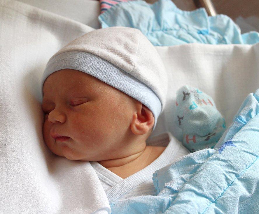 Matyáš Klement se narodil 5. února v 18:20 rodičům Veronice a Petrovi z Mariánských Lázní. Po příchodu na svět v plzeňské FN na Lochotíně vážil jejich prvorozený synek 3180 gramů a měřil 49 centimetrů.