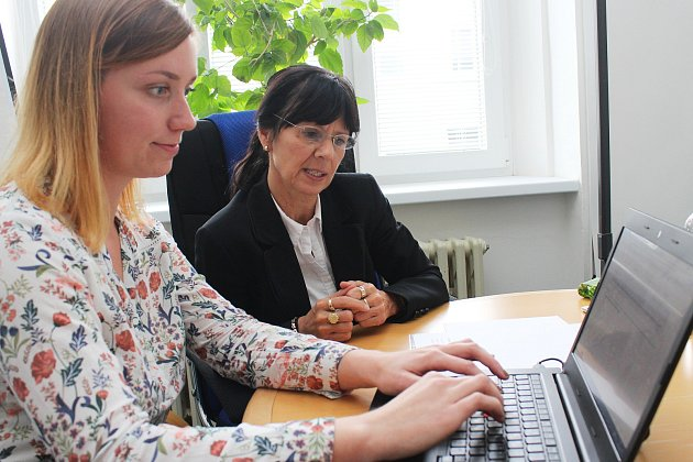 Krajská lídryně ODS Ilona Mauritzová (na snímku s webeditorkou Plzeňského deníku Monikou Krausovou) odpovídá na dotazy čtenářů.