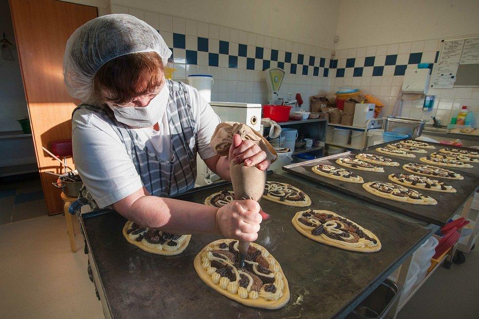 V pekárně u Marka si vyrábějí svá vlastní jablečná povidla.