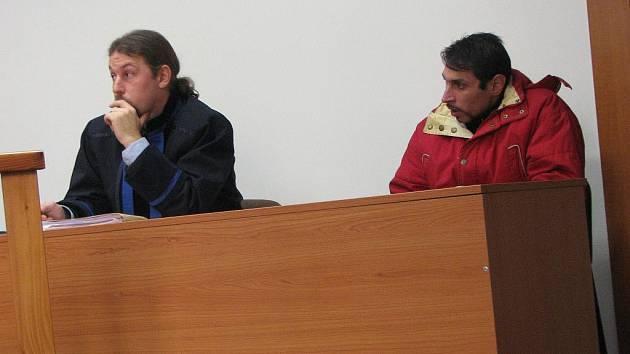 Třicetiletý Antonín Puškár z Rokycan odcházel včera od plzeňského krajského soudu s pláčem.