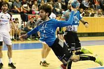 Jan Chmelík (v modrém).