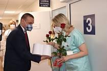 Téměř pět tisíc srdcí z nejrůznějších materiálů doručili dárci do Fakultní nemocnice v Plzni.