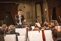 Plzeňskou filharmonii povede při vystoupení na Festivalu na ulici šéfdirigent Chuhei Iwasaki.