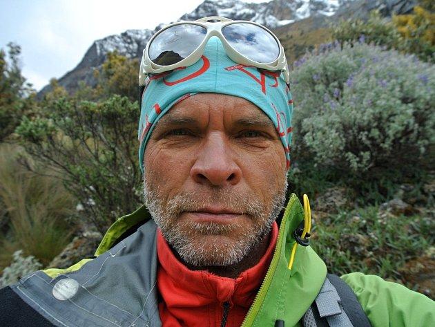 Touha zdolávat nejvyšší vrcholy světa dovedla Romana Žaloudka do Peru. Na snímku před výstupem na horu Alpamayo (5947m), která je jedna z nejznámějších vrcholů peruánských And.