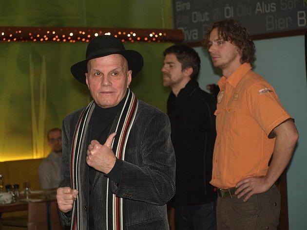 I třetí ročník festivalu Divadelní léto nabídne hru Don Juan. Opět se v ní představí i Jan Přeučil (vlevo) a Viktor Limr (uprostřed). Režisérem bude Vilém Dubnička