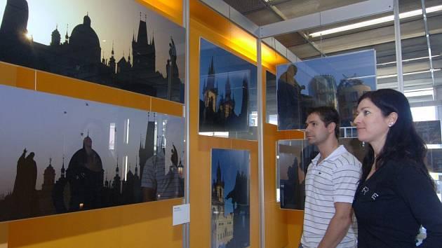 Výstava digitálních obrazů autora Petra Žůrka už přivítala své první návštěvníky. Ti se tak mohli přenést třeba na druhý konec světa