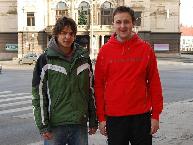 Útočníci hokejbalistů TJ Snack Malý Dobřany Adam Roušal (vlevo) a Tomáš Hajna se v únoru v Mostě zúčastní soustředění národních výběrů. Roušal absolvuje kemp 'dvacítky', Hajna se podívá na sraz seniorské reprezentace