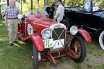 Milan Vaníček našel pod stromečkem doklady od francouzského automobilu Salmson Grand Sport. S vozem, jenž pochází z roku 1926, vyrazil na sobotní veteránskou zhruba devadesátikilometrovou jízdu z Plzně do Plas a zpět.