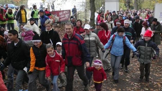 Přes pět set Plzeňanů, hlavně rodičů s dětmi, se letos vydalo na start humanitárního Běhu Terryho Foxe. Výtěžek ze startovného 29762 korun poputuje na výzkum rakoviny