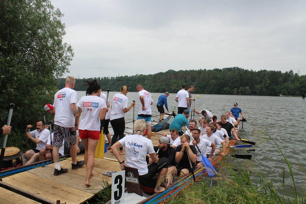 Dračí lodě závodily na přehradě v Liticích.