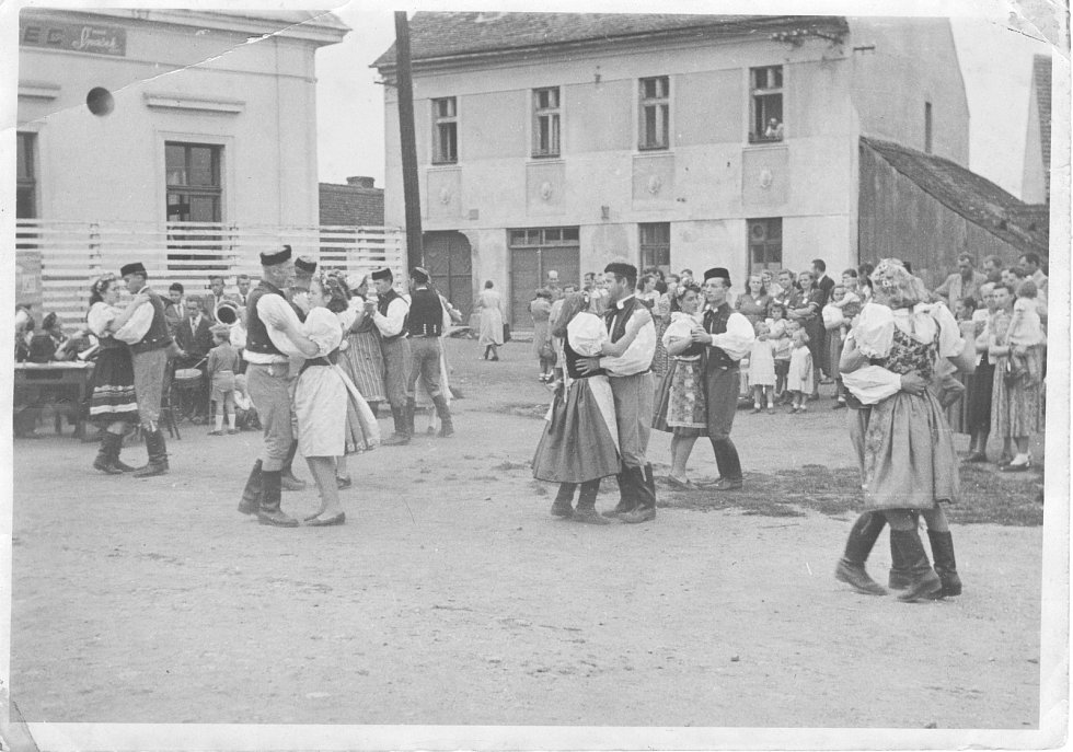 Podívejte se na historické fotografie obce Bdeněves.