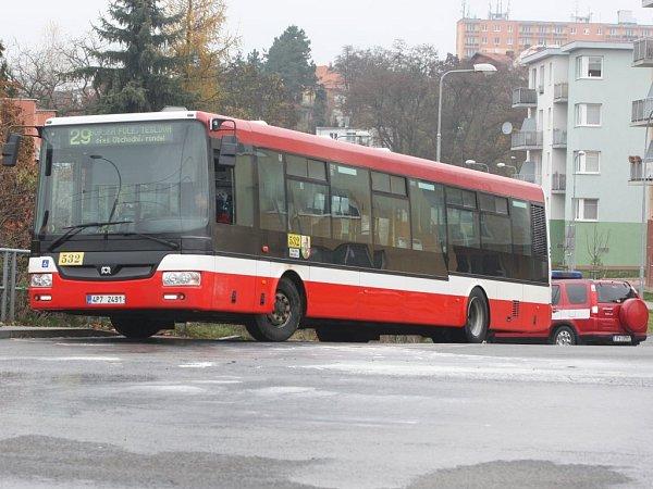Autobus byl po uhašení ohně dál pojízdný, nakonec byl ale stejně odtažen