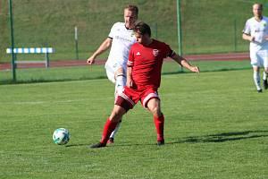 Fotbalista Lukáš Čížek (na archivním snímku hráč v červeném dresu Tachova) prožil výživný víkend.