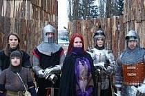 Plzeňská šermířská skupina Avalon patří sérií vystoupení k protagonistům historického víkendu a dnů otevřených dveří na zámku Čečovice uStaňkova na Domažlicku
