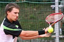 Slovenský tenista Filip Vittek (na snímku) prošel v prvním kole dvouhry na jubilejním 40. ročníku mezinárodního juniorského turnaje Ex Pilsen Wilson Cup 2010 přes českého soupěře Robina Staňka po výhře 6:2, 7:5