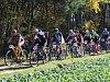 Peloton při desátém ročníku Radčické rundy táhli (zleva) Martin Pečenka (95), František Raboň st. (16), Pavel Razým (101), Petr Kubias (36), pozdější vítěz Petr Malán (19), Petr Stančík (29), Martin Slaník (109) a Milan Spěšný (56).