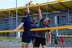 Jeden tréninkový den si fotbalisté Viktorie Plzeň zpestřili přípravou v areálu plážového volejbalu ve Štruncových sadech.