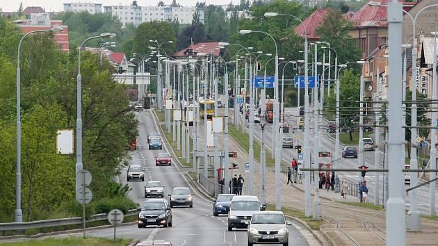 Karlovarská třída v Plzni ve směru do centra dostane nový jízdní pruh