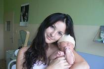 Mamince Lucce a tatínku Milanovi zPlzně se 10. 10. ve 21.50 hod. narodil vMulačově nemocnici prvorozený syn Kubíček (3,55 kg, 52 cm)