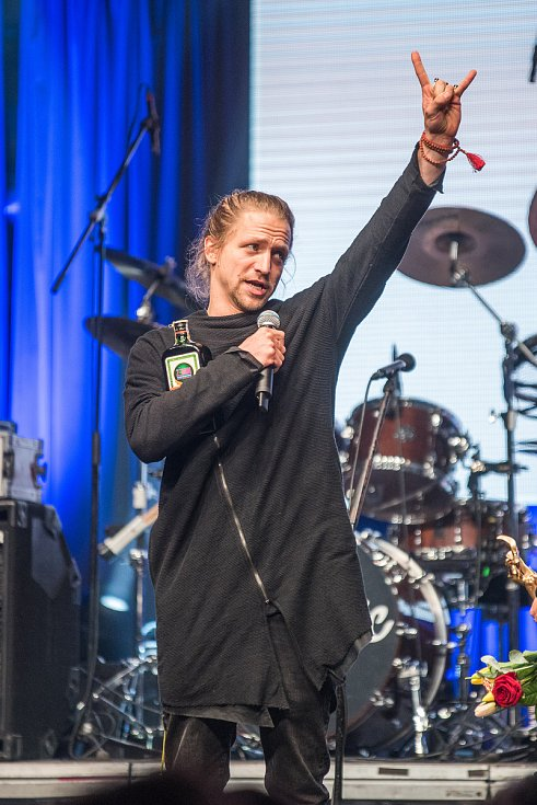 O úspěšného zpěváka Tomáše Kluse byl zájem. První místo získal v kategorii skladba roku, bodoval také mezi zpěváky, deskami a videoklipy