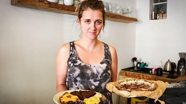 Rawfoodisté nejsou odkázáni pouze na syrovou zeleninu, ořechy    a luštěniny. V jídelníčku mají třeba i koláče.