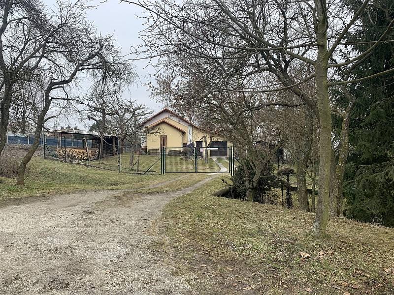 Domek ve Vochově, kde došlo ke střelbě. Foto: Deník/L. Prokšová