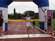 Zahajovací závod seriálu na počest Emila Zátopka - Zlatou desítku vyhrál Vlastimil Šroubek mladší (na snímku).