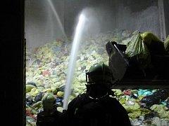 Ve spalovně biologického odpadu zasahovali hasiči