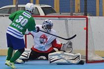 Střeleckou smůlu měl v utkání v Hradci Králové útočník Plzně Martin Krch. V zápase dvakrát trefil tyč branky domácích, stejně se mu vedlo i při samostatných stříleních (na snímku)