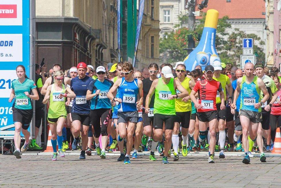 Škoda Fit půlmaraton proběhl Plzní.
