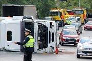 Ranní nehoda kamionu v centru Plzně.