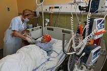Pacienti  s leukemií a jinými vážnými chorobami krvetvorby, kteří v nemocnici tráví i měsíce, se po 20 letech dočkali nových pokojů