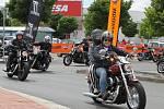 Předváděcí akce motocyklů Harley-Davidson před Teskem na Borských polích