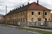 Objekt bývalé kasárna v Kaplířově ulici v Plzni na Borech