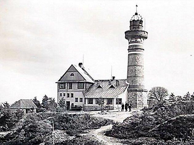 Fotografie rozhledny Krkavec pochází ze 30. let minulého století