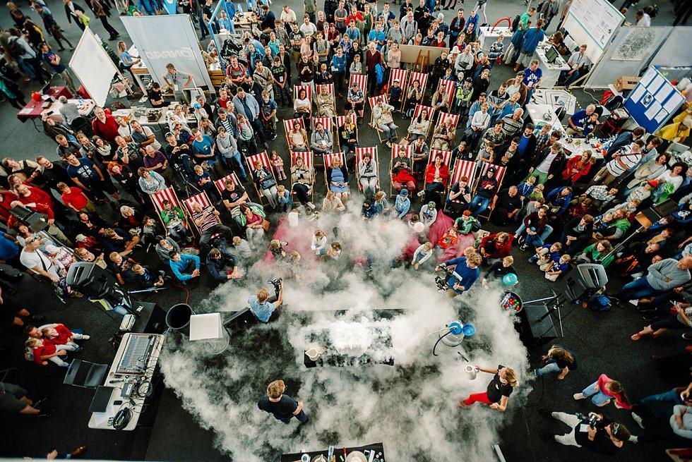 Druhý ročník přehlídky kutilů a vynálezců Maker Faire Plzeň přivítá o víkendu areál DEPO2015. Festival mimo jiné přibližuje chemické a fyzikální zákonitosti hravou formou i těm nejmenším.