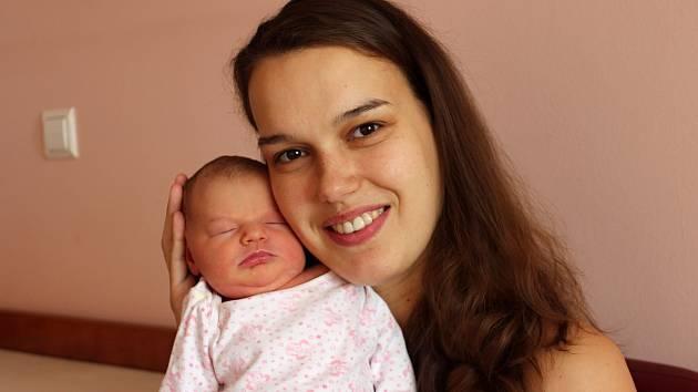 Rozálie Mrázová se narodila 4. listopadu v 1:44 rodičům Kristýně a Ondřejovi z Plzně. Po příchodu na svět ve Fakultní nemocnici na Lochotíně vážila sestřička dvouletého Vojty 3830 gramů a měřila 50 centimetrů.