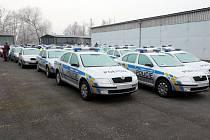 Nové Škody Octavia a Octavia combi a také Volkswageny Transporter, které si policistépřevzali ve středu 10. prosince, se rozjedou do všech koutů západních Čech