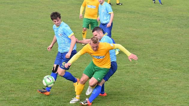 Tlumačov (na archivním snímku hráč ve žlutém) sestřelilo Chotíkov.