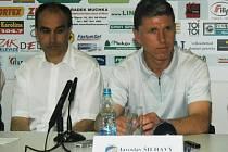 Nový trenér fotbalistů Jaroslav Šilhavý a jeho asistent Václav Kotal (vlevo). Oba se velmi dobře znají, působili spolu již v uplynulé sezoně v Kladně, kde mužstvo úspěšně zachránili v nejvyšší soutěži