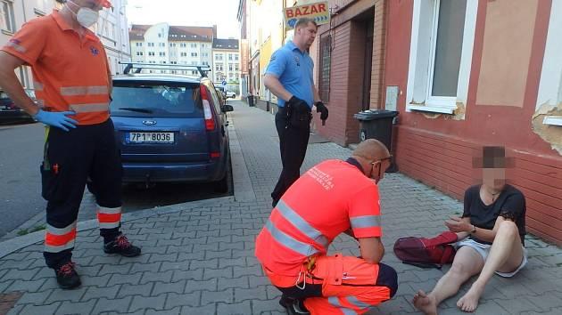 Strážníci pomáhali v ulicích Plzně.