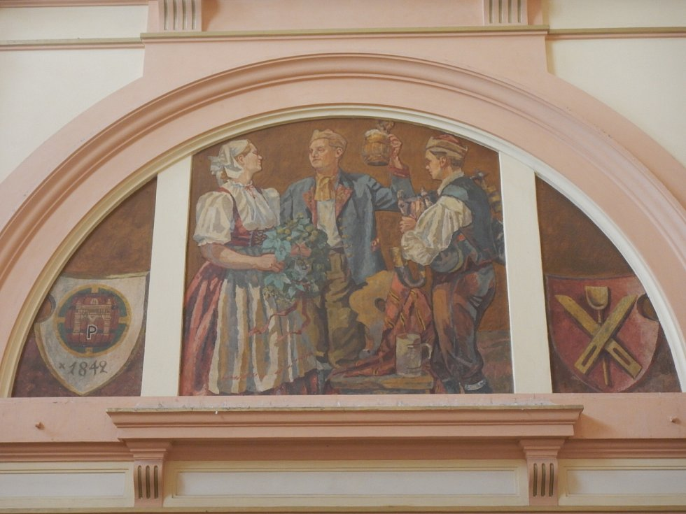 Lunety tvořící vestibul plzeňského hlavního nádraží.