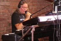 Ve Vinyl Club & Cafe v Plzni zahrál legendární Roman Dragoun