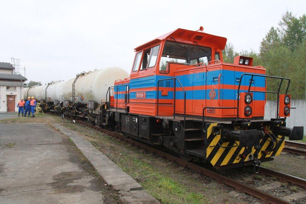 První vlak s naftou z německého Kraillingu dorazil do skladu společnosti Čepro v Třemošné.