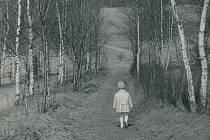Holčička snímku je Jana Mašková, která fotky do projektu zaslala tento snímek se stal hlavním motivem výstavy Ráj mezi čtyřmi řekami