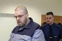 Zdeněk Blažek neunesl rozchod s přítelkyní. Ženu neustále kontaktoval, vyhrožoval a pistolí mířil na policisty.