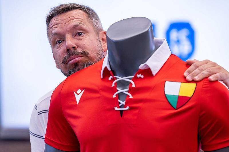 Retro dres pro zápas s Českými Budějovicemi se zamlouval i Pavlu Horváthovi, současnému asistentovi kouče Michala Bílka.